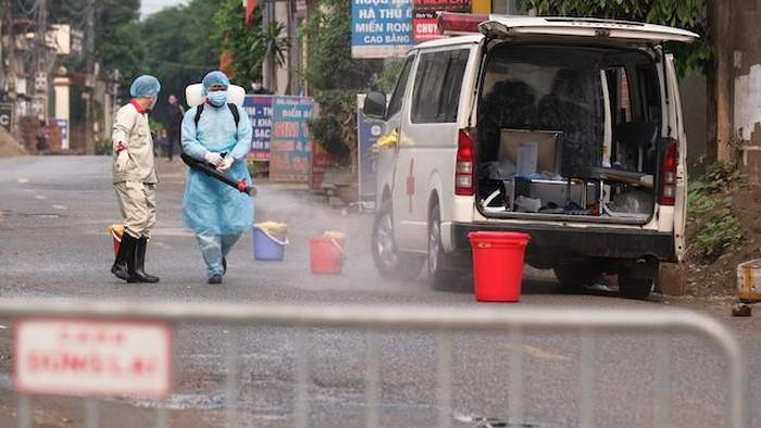 Cách ly toàn bộ thôn Hạ Lôi, huyện Mê Linh, Hà Nội, không để dịch bệnh lây lan thêm (7/4/2020)
