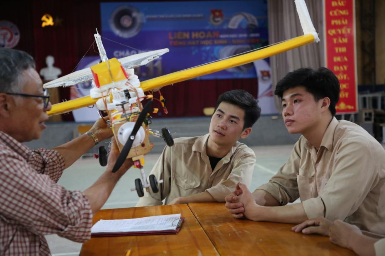Giáo sư Nhật và ước mơ sản xuất máy bay không người lái (UAV) ở  Việt Nam (27/4/2020)