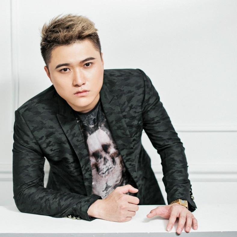 """Chat với """"Hoàng tử nhạc buồn"""", ca sĩ Vũ Duy Khánh: Tìm thấy yêu thương trong mùa dịch COVID-19 (25/4/2020)"""