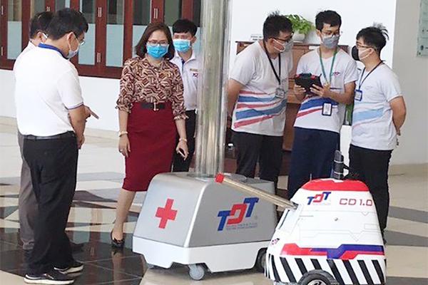 Việt Nam chủ động nghiên cứu, chế tạo và sản xuất robot phục vụ phòng chống COVID-19 (11/4/2020)