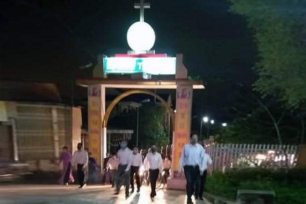 Hà Tĩnh: Cần xử lý việc giáo xứ tụ tập làm lễ tại nhà thờ (5/4/2020)