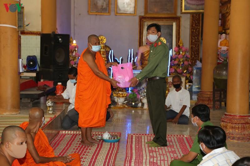 Đồng bào Khmer Bạc Liêu đón tết Chôl chnăm thmây không quên phòng chống dịch Covid-19 (12/4/2020)