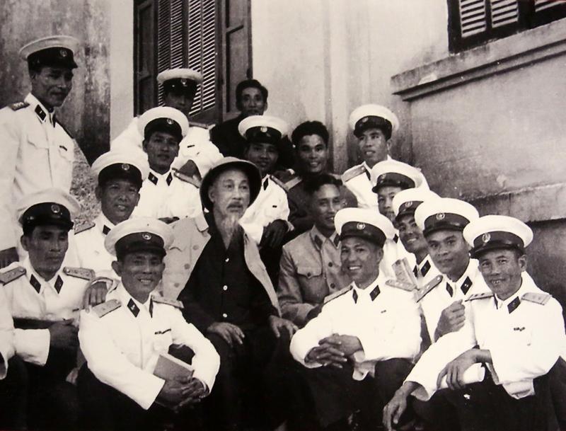 Bác Hồ với bộ đội Hải quân Việt Nam (16/5/2020)
