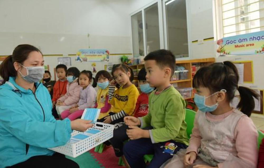 Đảm bảo sức khỏe cho học sinh quay lại trường học khi chưa hết dịch Covid-19 (11/5/2020)