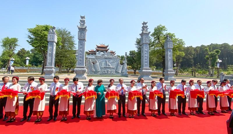 THỜI SỰ 18H CHIỀU 16/5/2020: Thủ tướng Nguyễn Xuân Phúc dự lễ khánh thành đền thờ gia tiên Chủ tịch Hồ Chí Minh, tại quần thể Di tích Quốc gia đặc biệt - Khu di tích Kim Liên