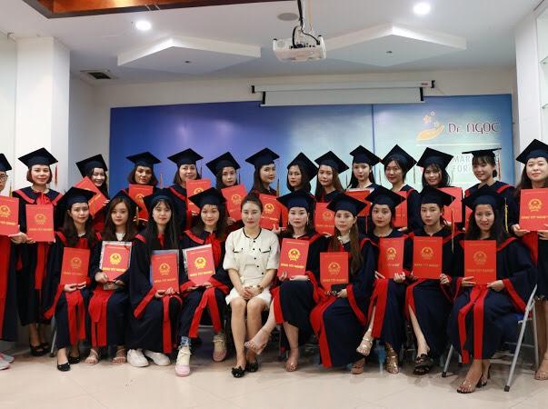 Nghề chăm sóc sắc đẹp ở Việt Nam phát triển như thế nào? (29/5/2020)