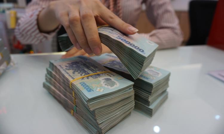 Lãi suất ngân hàng giảm 2,5% hỗ trợ doanh nghiệp phục hồi (18/5/2020)