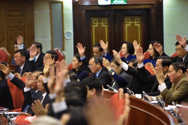 THỜI SỰ 21H30 ĐẾM 14/5/2020: Đảng viên và nhân dân tin tưởng, Ban chấp hành Trung ương Đảng khoá 12 sẽ lựa chọn nhân sự Ban chấp hành Trung ương khoá 13 đủ đức, đủ tài, lãnh đạo đất nước ngày càng phát triển.