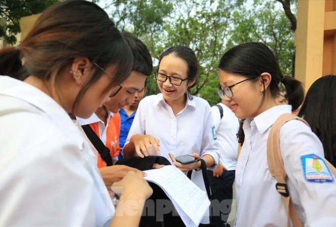 THỜI SỰ 12H TRƯA 15/6/2020: Thí sinh cả nước bắt đầu đăng ký dự thi tốt nghiệp THPT và đăng ký nguyện vọng xét tuyển vào đại học, cao đẳng đợt 1.