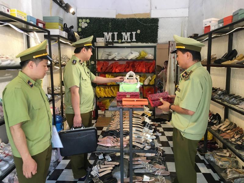 Lạng Sơn: phát hiện vụ việc nhiều sản phẩm có dấu hiệu giả mạo nhãn hiệu đăng bán qua mạng xã hội (5/6/2020)