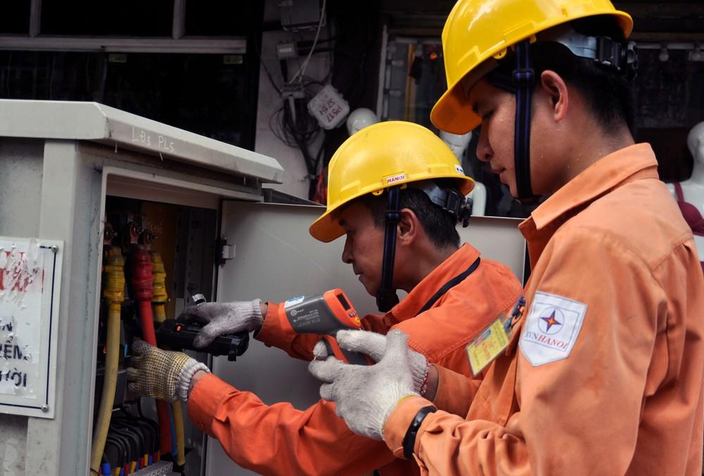 THỜI SỰ 12H TRƯA 30/6/2020: Tập đoàn Điện lực Việt Nam (EVN) bổ sung quy trình xác nhận số liệu, lập hóa đơn tiền điện để hạn chế sai sót