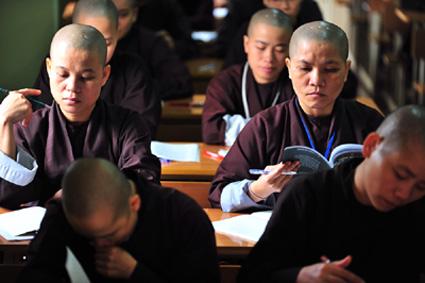 Chú trọng giáo dục cho tăng ni trẻ (5/6/2020)