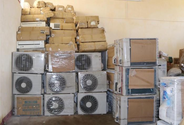 Quảng Bình: Bắt giữ lô hàng với lượng lớn điều hòa nhiệt độ và các thiết bị điện gia dụng đã qua sử dụng (25/6/2020)