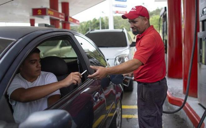 Venezuela tăng giá xăng dầu sau 2 thập kỷ (1/6/2020)