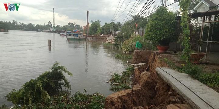 THỜI SỰ 18H CHIỀU 2/6/2020: Mới đầu mùa mưa, nhưng tình trạng sạt lở ven sông, rạch ở ĐBSCL đã liên tục báo động với những dấu hiệu nguy hiểm.