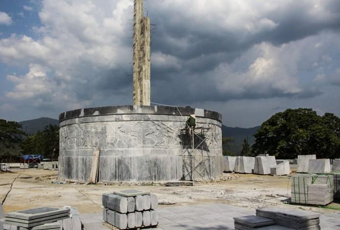 Nở rộ phong trào xây tượng đài, cổng chào và những hệ lụy (7/7/2020)
