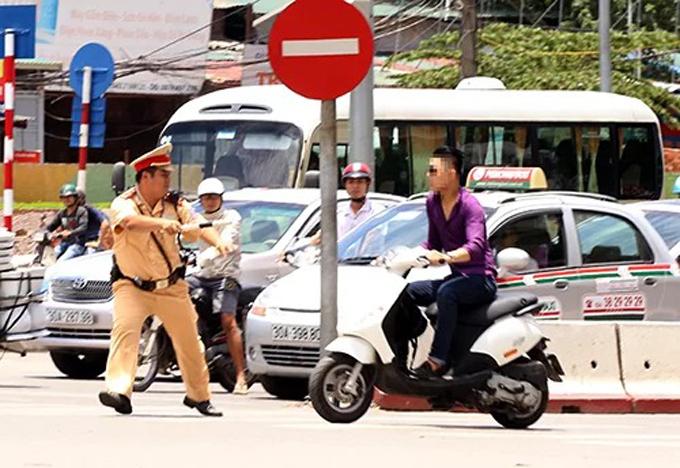 Vì sao cần trang bị súng cho cảnh sát giao thông làm nhiệm vụ? (20/7/2020)