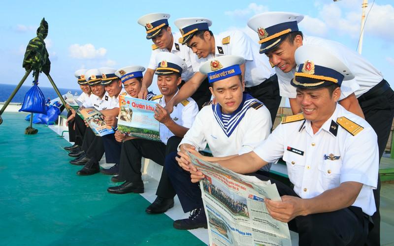 Những người lính nhà giàn DK1 vững vàng nơi đầu sóng (11/7/2020)