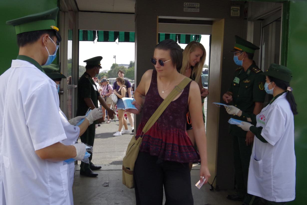 Người nước ngoài nhập cảnh trái phép vào Việt Nam - Nguy cơ lây lan, khó kiểm soát dịch Covid-19 trong cộng đồng (23/7/2020)