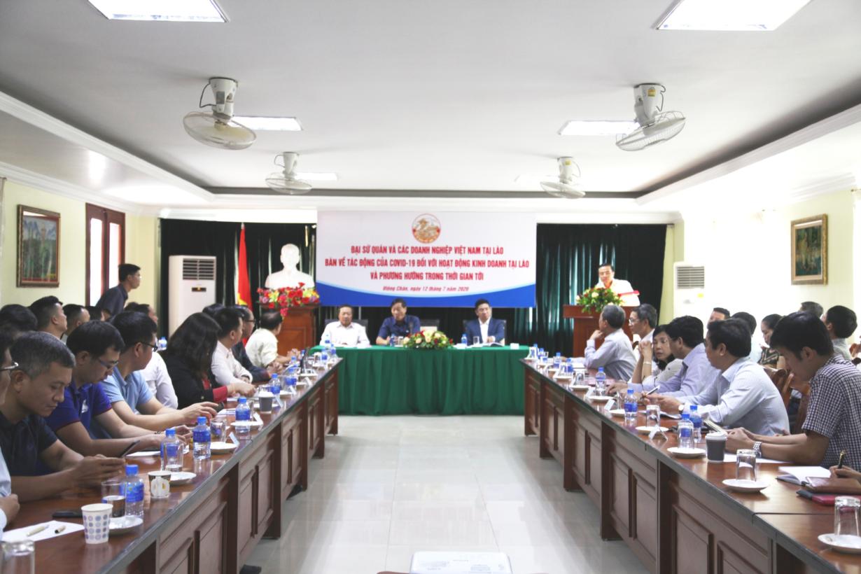 Tìm hướng tháo gỡ khó khăn cho doanh nghiệp Việt Nam đầu tư tại Lào (12/7/2020)