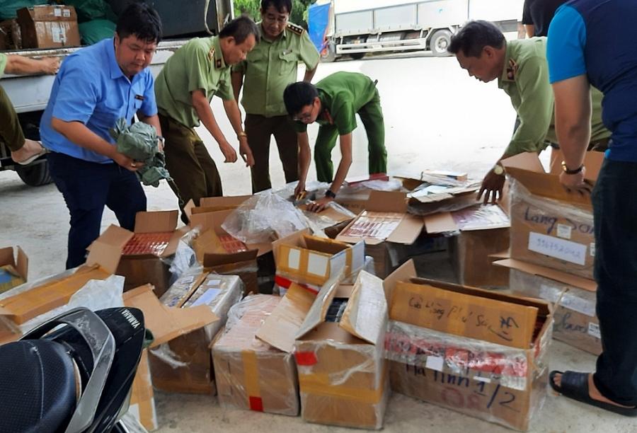 Bình Định tạm giữ số lượng lớn khẩu trang, thực phẩm chức năng, hóa mỹ phẩm không có hóa đơn chứng từ (13/8/2020)