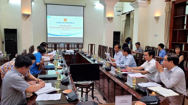 THỜI SỰ 12H TRƯA 5/8/2020: Hội đồng Tiền lương Quốc gia họp phiên thứ hai chốt không tăng lương tối thiểu vùng năm 2021.