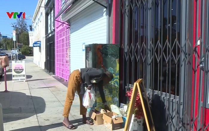 """""""Tủ lạnh cộng đồng"""" dành cho người nghèo ở Mỹ (11/8/2020)"""