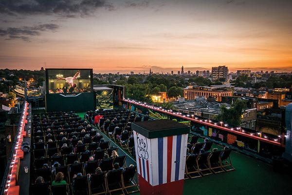 Rạp chiếu phim độc đáo tại Anh trong mùa Covid-19 (14/9/2020)