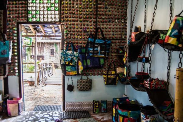 Sư thầy tại Myanmar kêu gọi người dân tái chế rác thải nhựa (21/9/2020)