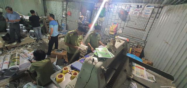 Thu giữ hàng tấn sách giả nguồn gốc NXB Giáo dục Việt Nam (17/9/2020)