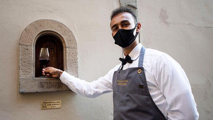 """Italia hồi sinh """"cửa sổ rượu vang"""" truyền thống (12/9/2020)"""