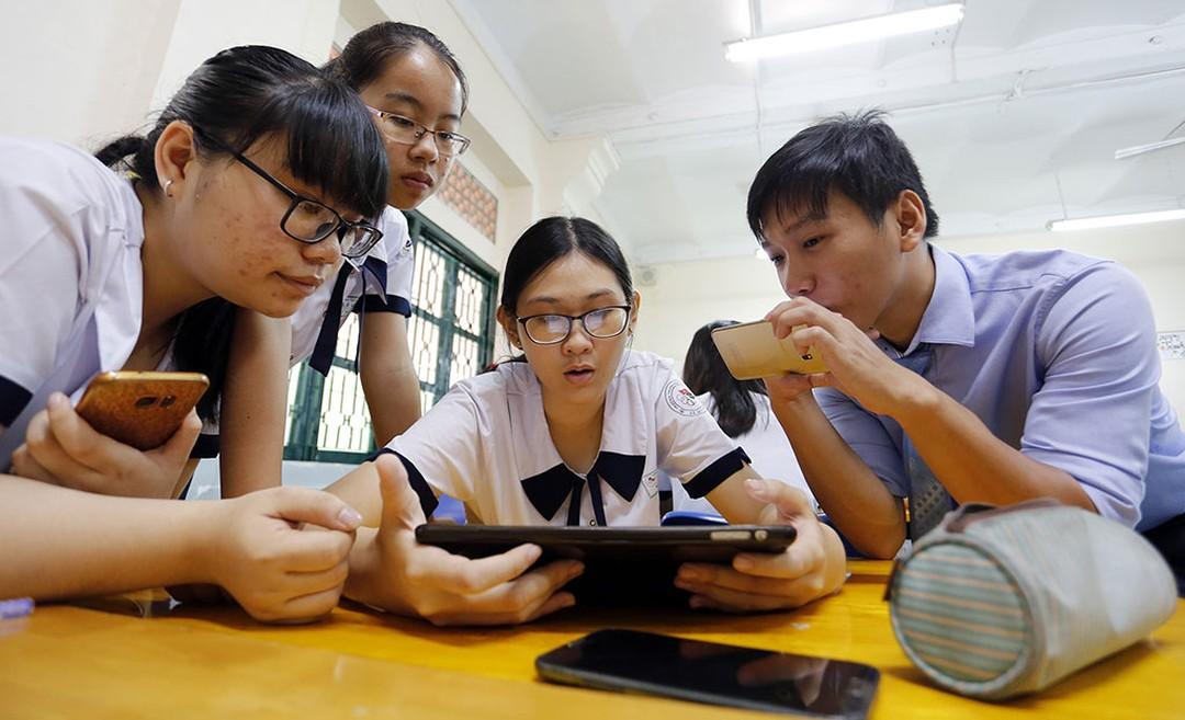 Cho phép học sinh sử dụng điện thoại trong giờ học: Coi chừng lợi bất cập hại (25/9/2020)