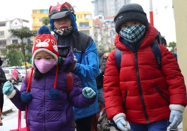 THỜI SỰ 12H TRƯA 11/1/2021: Học sinh nghỉ học hoặc đi học muộn do nhiệt độ xuống thấp dưới 10 độ C.