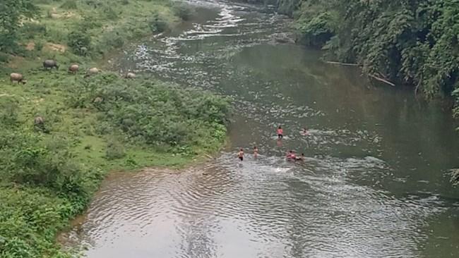 THỜI SỰ 21H30 ĐÊM 20/1/2021: Bắt quả tang nhà máy sản xuất giấy xả thải trái phép xuống sông Phó Đáy.