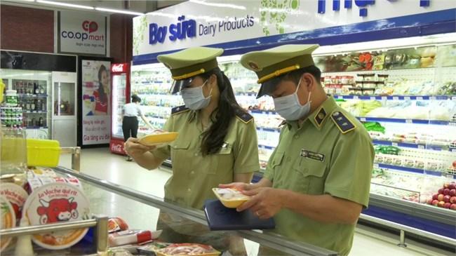 Lực lượng QLTT kiểm soát chặt hàng hóa lưu thông trên thị trường, đặc biệt tại vùng tâm dịch (18/2/2021)