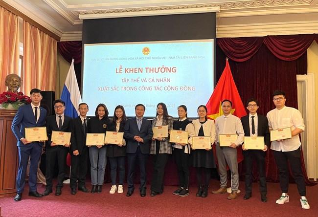 Đại sứ quán Việt Nam tại LB Nga khen thưởng tập thể và cá nhân xuất sắc trong cộng đồng (08/04/2021)