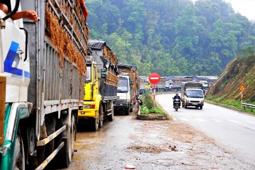 Cảnh báo dưa hấu ùn tắc ở cửa khẩu Tân Thanh, Lạng Sơn (05/01/2016)
