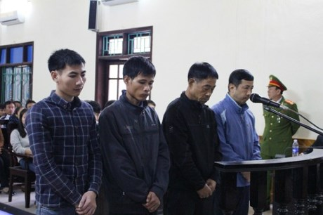 Kết thúc phiên tòa xét xử vụ tai nạn sập giàn giáo ở Formosa Hà Tĩnh khiến 13 người chết, 4 bị cáo lãnh án tổng cộng 12 năm tù. (Thời sự chiều 21/12/2015)