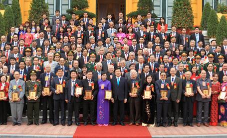 Thời sự đêm ngày 27/02/2015: Chủ tịch nước Trương Tấn Sang khẳng định: Ngành y tế đã góp phần thực hiện thành công nhiều mục tiêu thiên niên kỷ của Liên hợp quốc về y tế, tạo ấn tượng lớn với bạn bè quốc tế