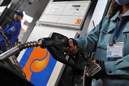 Thời sự trưa ngày 06/5/2015: Giá xăng tăng đã bắt đầu tác động đến các doanh nghiệp và người dân, có thể làm tăng chỉ số giá tiêu dùng