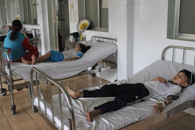 Thời sự sáng ngày 10/4/2015: Hàng chục học sinh của Trường tiểu học Võ Thị Sáu, tỉnh Bình Dương phải nhập viện cấp cứu sau khi ăn cơm trưa tại trường