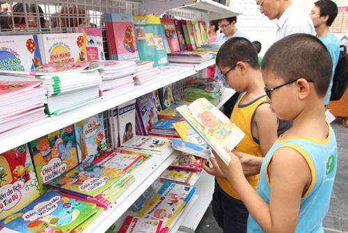 Sách hè cho thiếu nhi và nỗi lo của các bậc phụ huynh. (Thức cùng sự kiện ngày 16/6/2015)