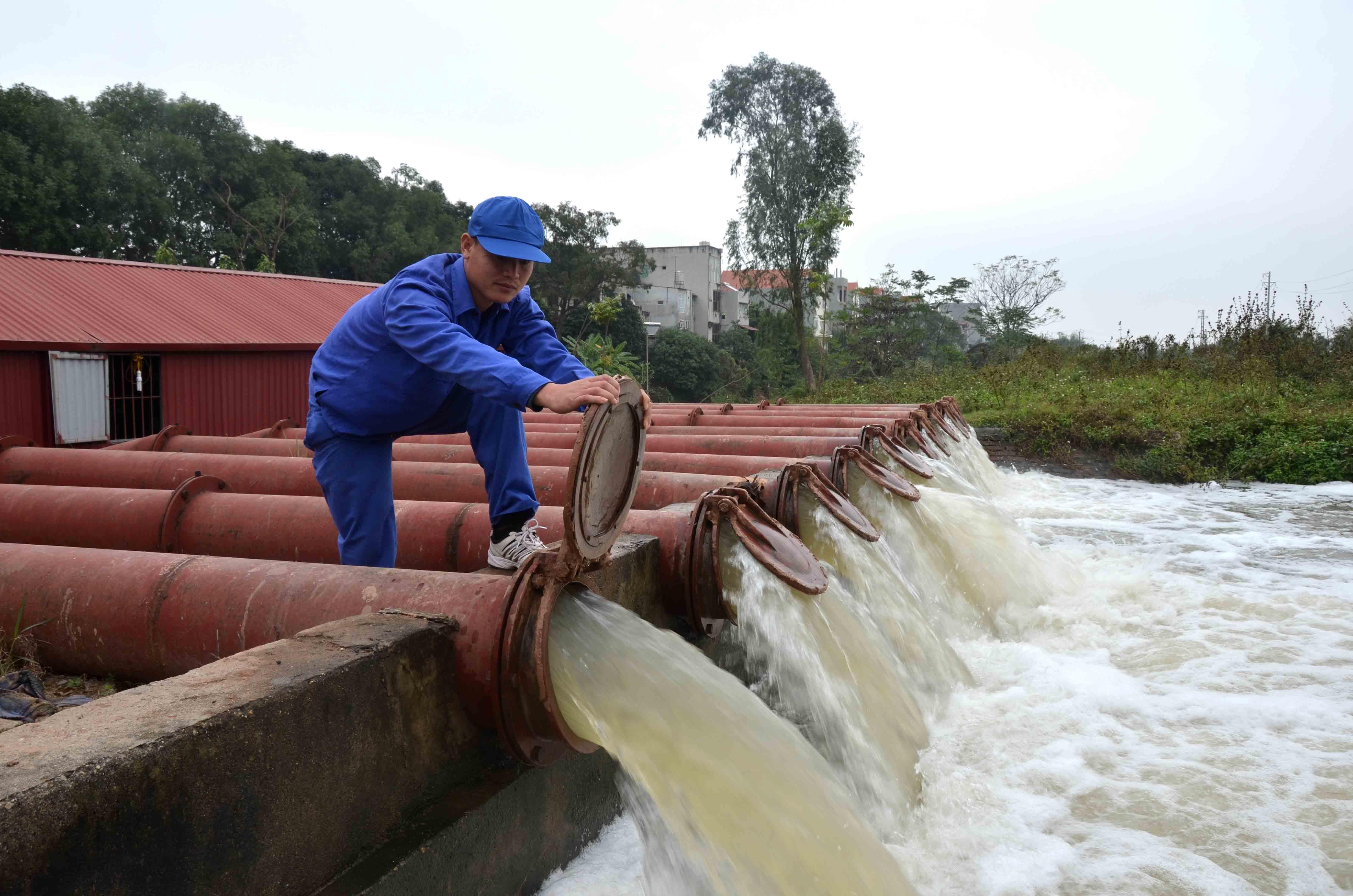 Tập đoàn điện lực Việt Nam lên kế hoạch điều tiết nước các hồ thủy điện, giải quyết tình trạng khô hạn tại khu vực Miền Trung Tây Nguyên. (Thời sự trưa 11/4/2016)