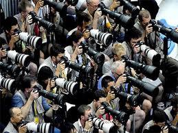 Tự do báo chí cần một ranh giới thế nào để không trở thành mồi lửa thổi bùng những xung đột giữa các nền văn hóa và tôn giáo khác nhau