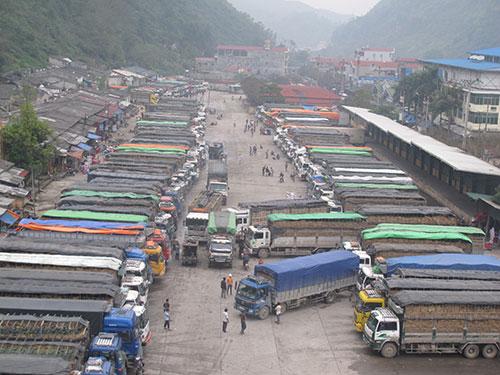 Việt Nam trong tuần ngày 11/4/2015: Ùn tắc nông sản ở Cửa khẩu Tân Thanh: Những vấn đề cần quan tâm giải quyết