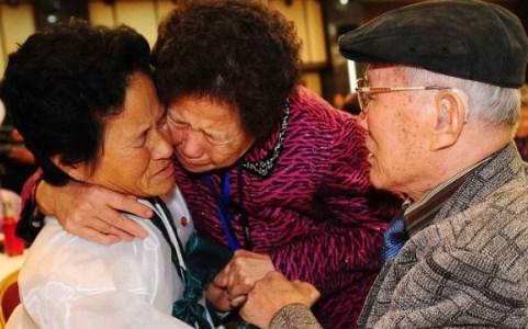 Hàn Quốc và Triều Tiên đạt được thỏa thuận tổ chức đoàn tụ các gia đình ly tán sau nhiều bất đồng trong đàm phán.