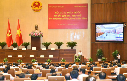 Thủ tướng Nguyễn Xuân Phúc dự và phát biểu tại Hội nghị trực tuyến toàn quốc học tập, quán triệt Nghị quyết Trung ương 5 khóa 12 (Thời sự trưa 29/6/2017)