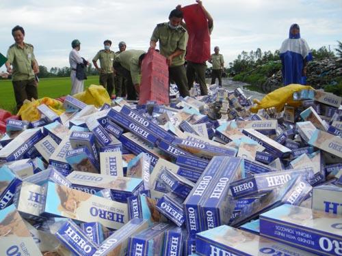 Pháp luật và đời sống ngày 17/12/2014: Kiên Giang: Đẩy lùi nạn buôn lậu thuốc lá