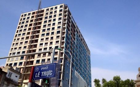 UBND thành phố Hà Nội yêu cầu quận Ba Đình ban hành quyết định cưỡng chế sai phạm xây dựng tại nhà số 8B Lê Trực (Thời sự chiều 5/1/2016)