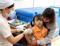 Thời sự sáng ngày 27/11/2014: Hiện tượng đau đầu, chóng mặt, mệt xỉu đồng loạt xảy ra sau tiêm chủng vắc-xin sởi Ru-bê-la ở học sinh chỉ là phản ứng của tâm lý, dây chuyền, chứ không liên quan đến chất lượng vắc-xin cũng như quy trình tiêm chủng